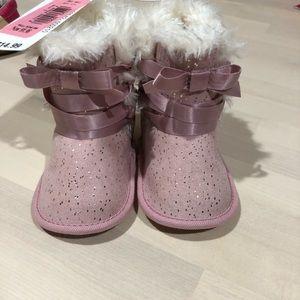 Baby fuzzy boots